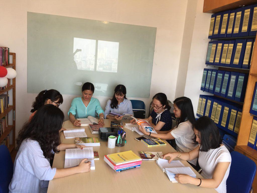 Hoạt động chào mừng ngày sách Việt Nam 21/4/2018 tại HVT Group